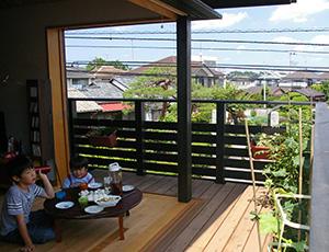 夏に吹き抜ける涼しい風や、冬の日向ぼっこの心地よさが、一番の贅沢だと感じられる家